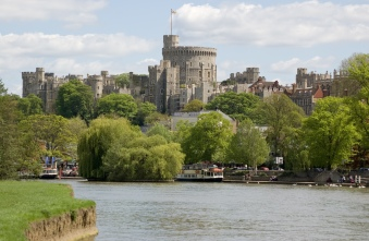 Picture of Windsor Castle just behind the river Thames in Windsor, Berkshire (1)